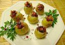 Batatinhas Recheadas com Gorgonzola Geléia de Damasco e Farofa de Bacon