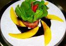 Salada Bouquet de Rúcula com Manga e Redução de Aceto Balsâmico